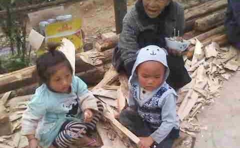 向云南山区孩子捐赠衣服的爱心活动-3